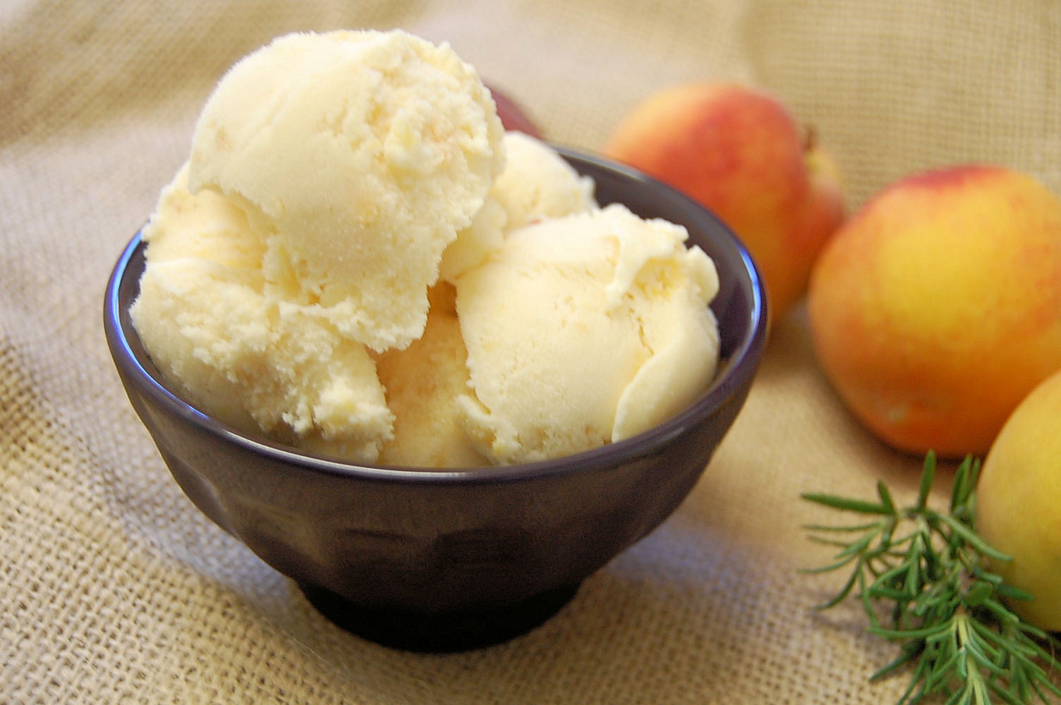fresh-peach-ice-cream