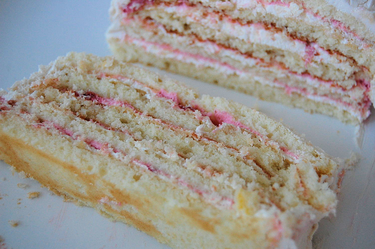 white-almond-cake-with-strawberry-mousse-filling