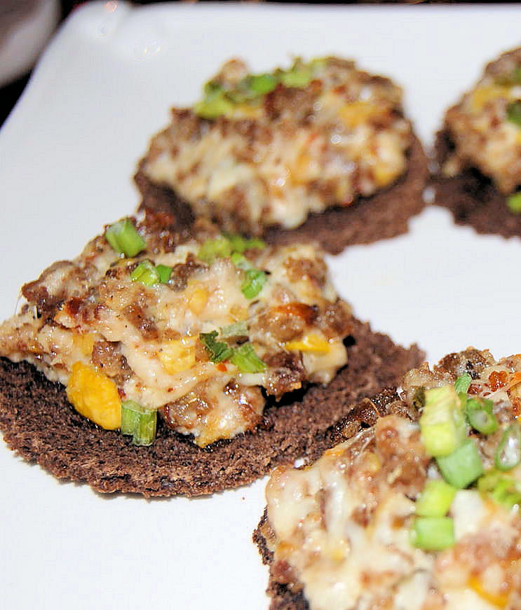 appetizers-day3-peppered-squash-sausage-rye-rounds