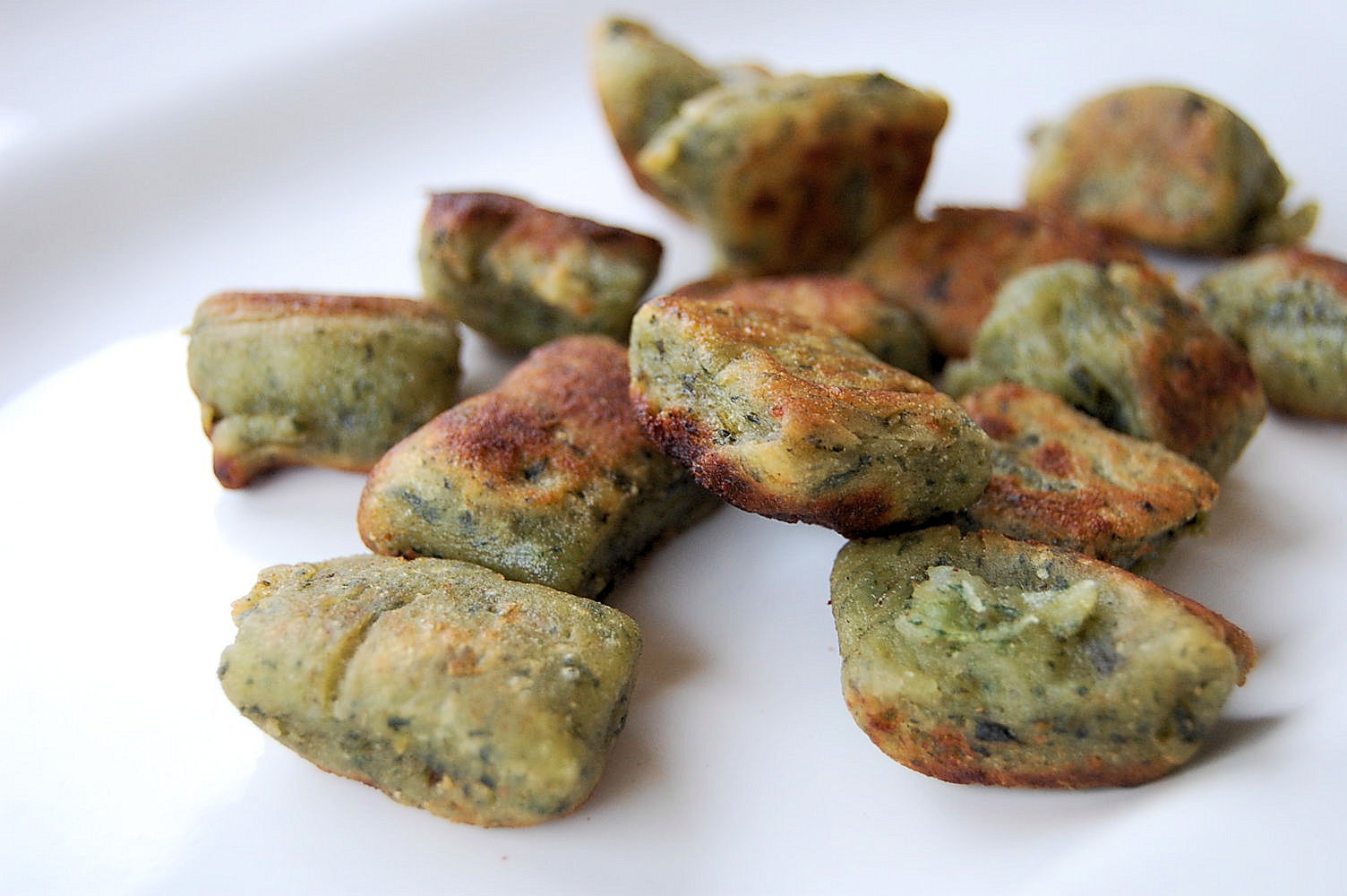 greenslove-crusted-spinach-and-red-pepper-gnocchi