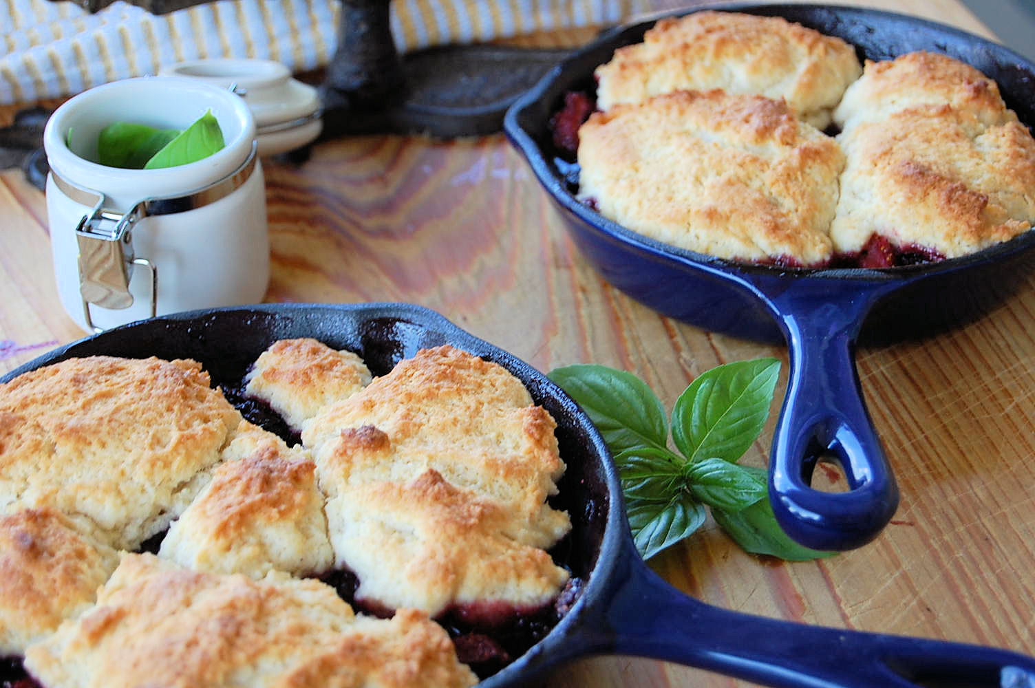 brown-butter-maple-berry-skillet-cobbler