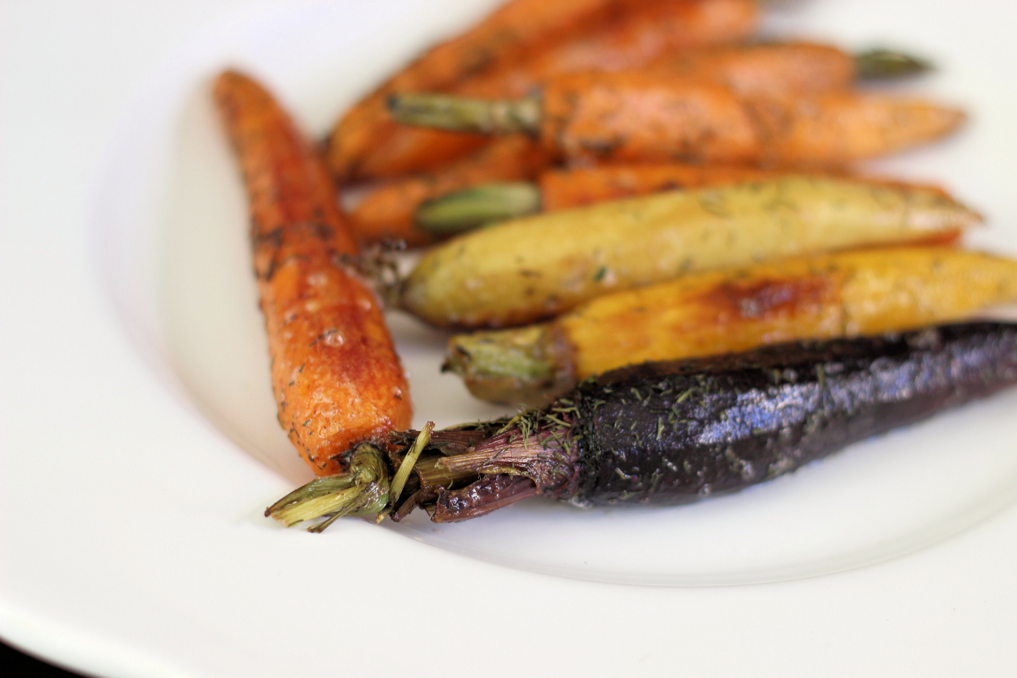 dill-glazed-roasted-cast-iron-skillet-carrots-easter-side